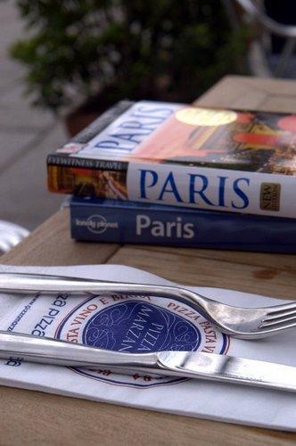 ParisGuideBook
